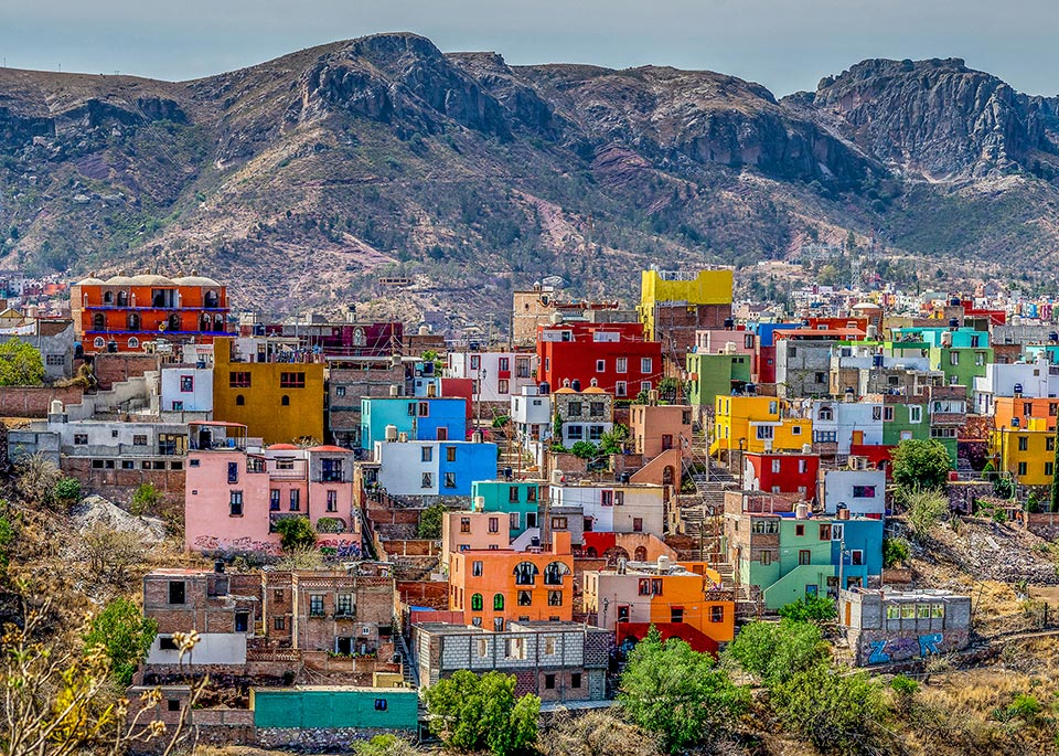 Fondata dagli spagnoli nel XVI secolo come centro minerario dell'argento e dichiarata dall'UNESCO Patrimonio dell'Umanità, Guanajuato è una città variopinta circondata dalle montagne © Robert Powais / 500px