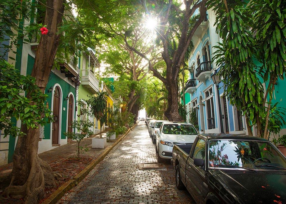 Le strade acciottolate della vecchia San Juan coloniale sono incantevoli da girare a piedi ©mikolajn / iStockphoto