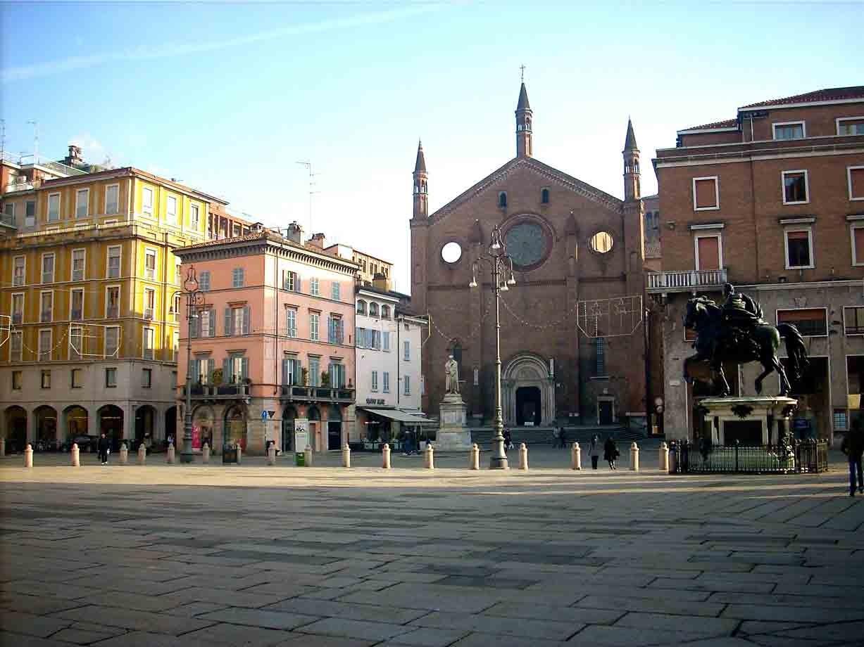Lonely planet italia tra il po i palazzi e i piatti d for Palazzi di una storia