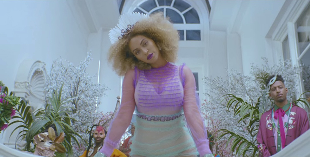 Beyonce formation video dirty blonde afro