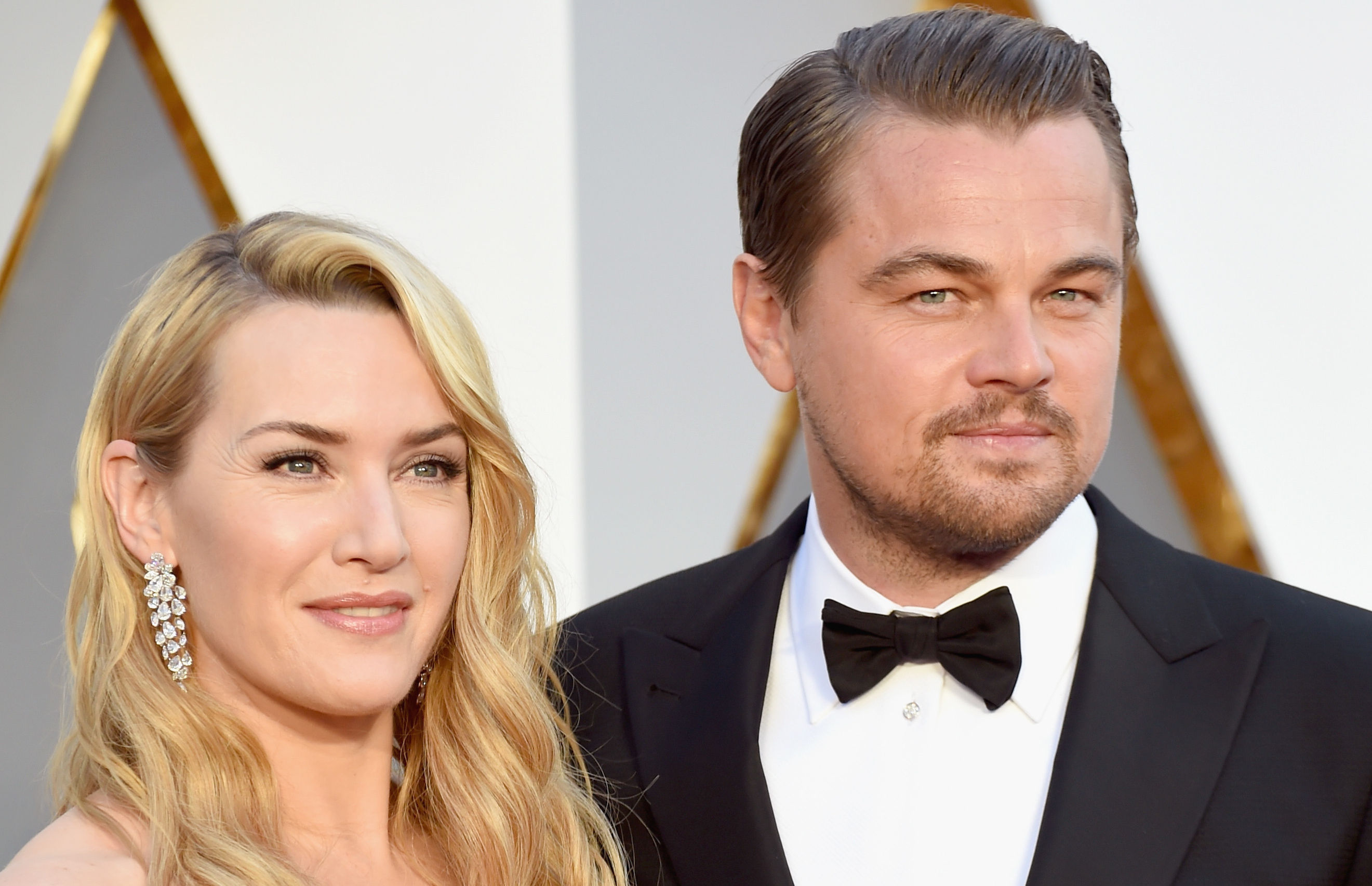 Leonardo DiCaprio & Kate Winslet Reunite at Oscars 2016