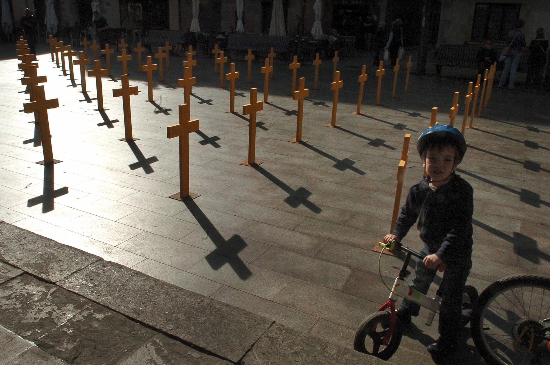La Porxada s'ha omplert de creus grogues