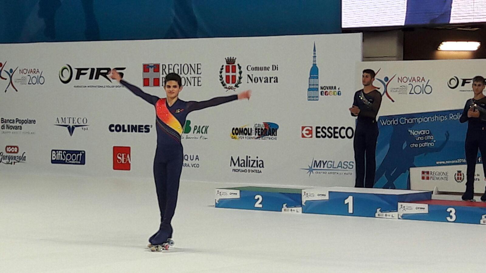 El patinador de Parets celebra la tercera posició