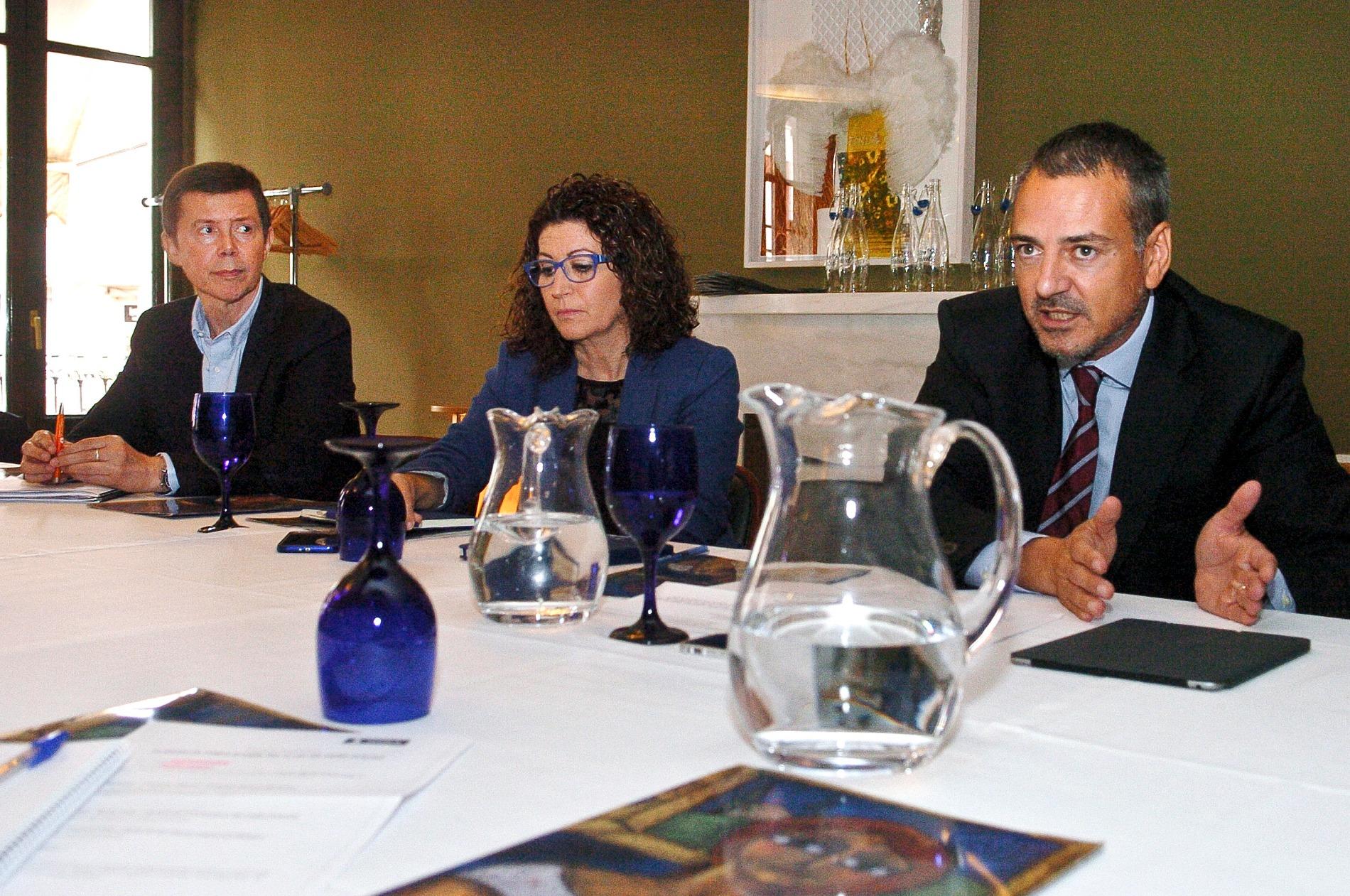 Francesc Mayné, director general de Sorea, a la dreta, i Montse Solé, directora de clients