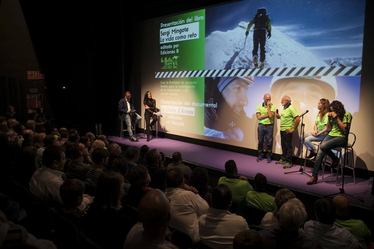 La presentació del documental va omplir el teatre de Can Rajoler divendres