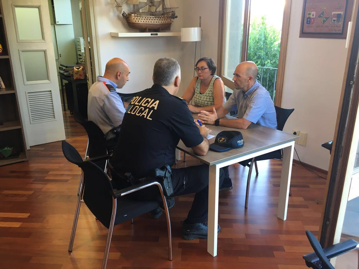 Una trobada de representants policials i municipals aquest estiu, després d'alguns robatoris en comerços