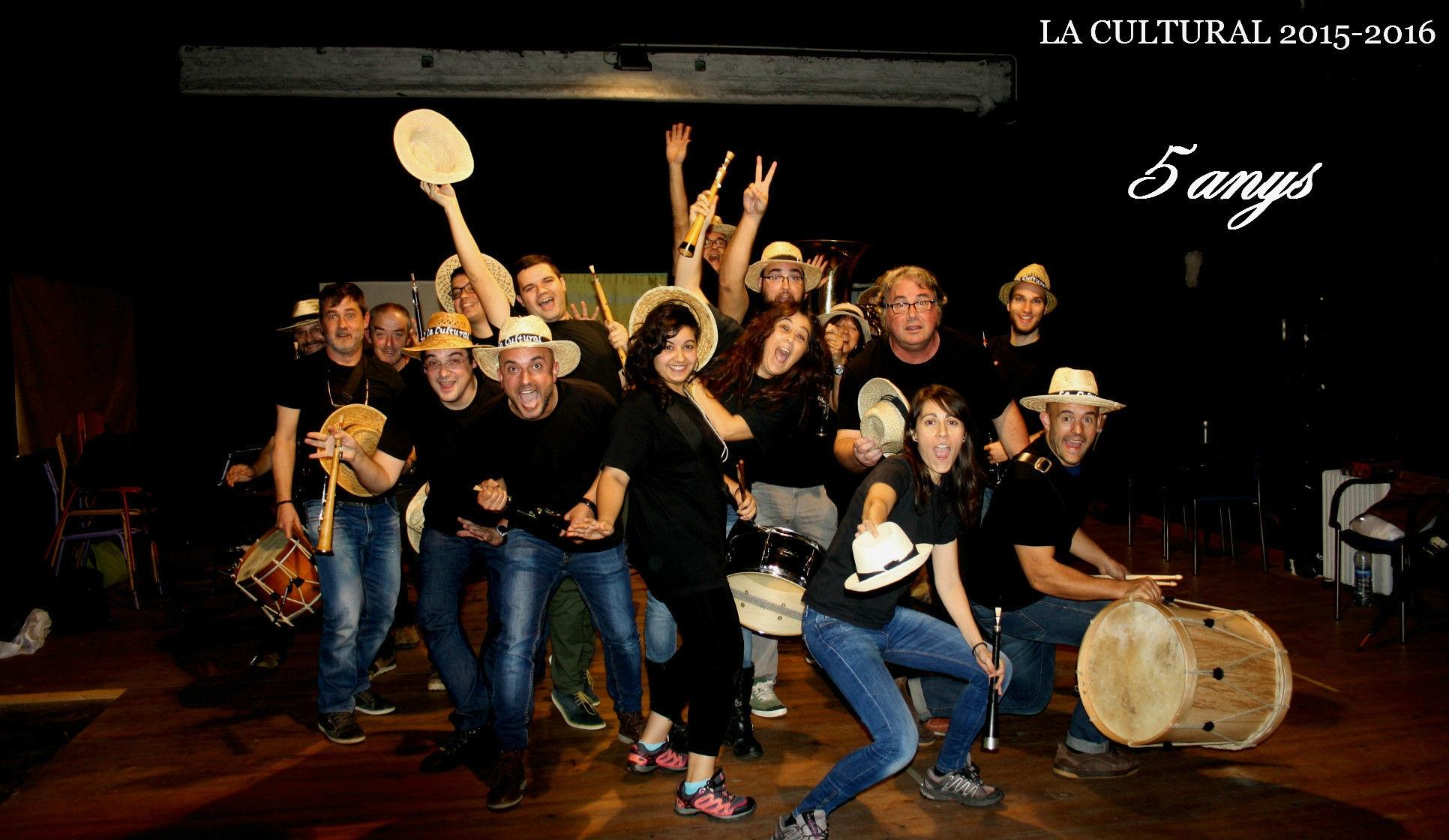 La Cultural està formada per 14 músics, dirigits per Enric Montsant