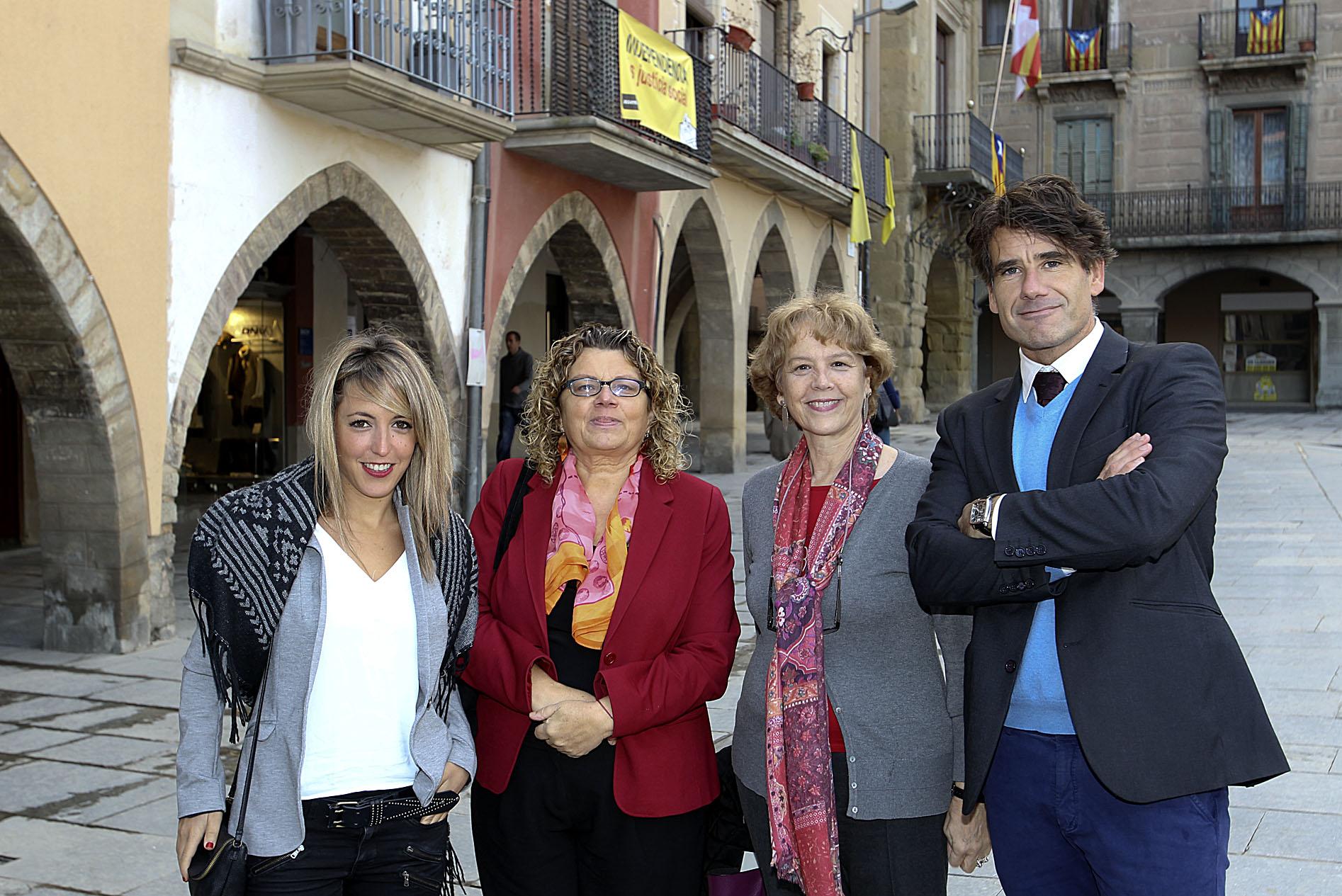 Jèssica Garrido, recercadora del SaMIS; Marina Geli, directora del CESS de la UVic; Tere Pérez, responsable del programa CCCB Alzheimer, i Salvador Simó, director de l'estud, a Vic