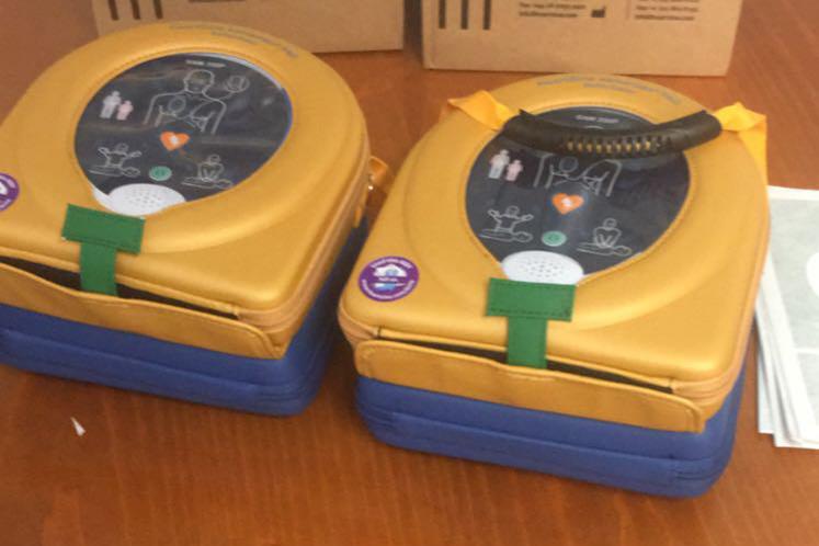 Els dos defibril·ladors que aniran als vehicles policials