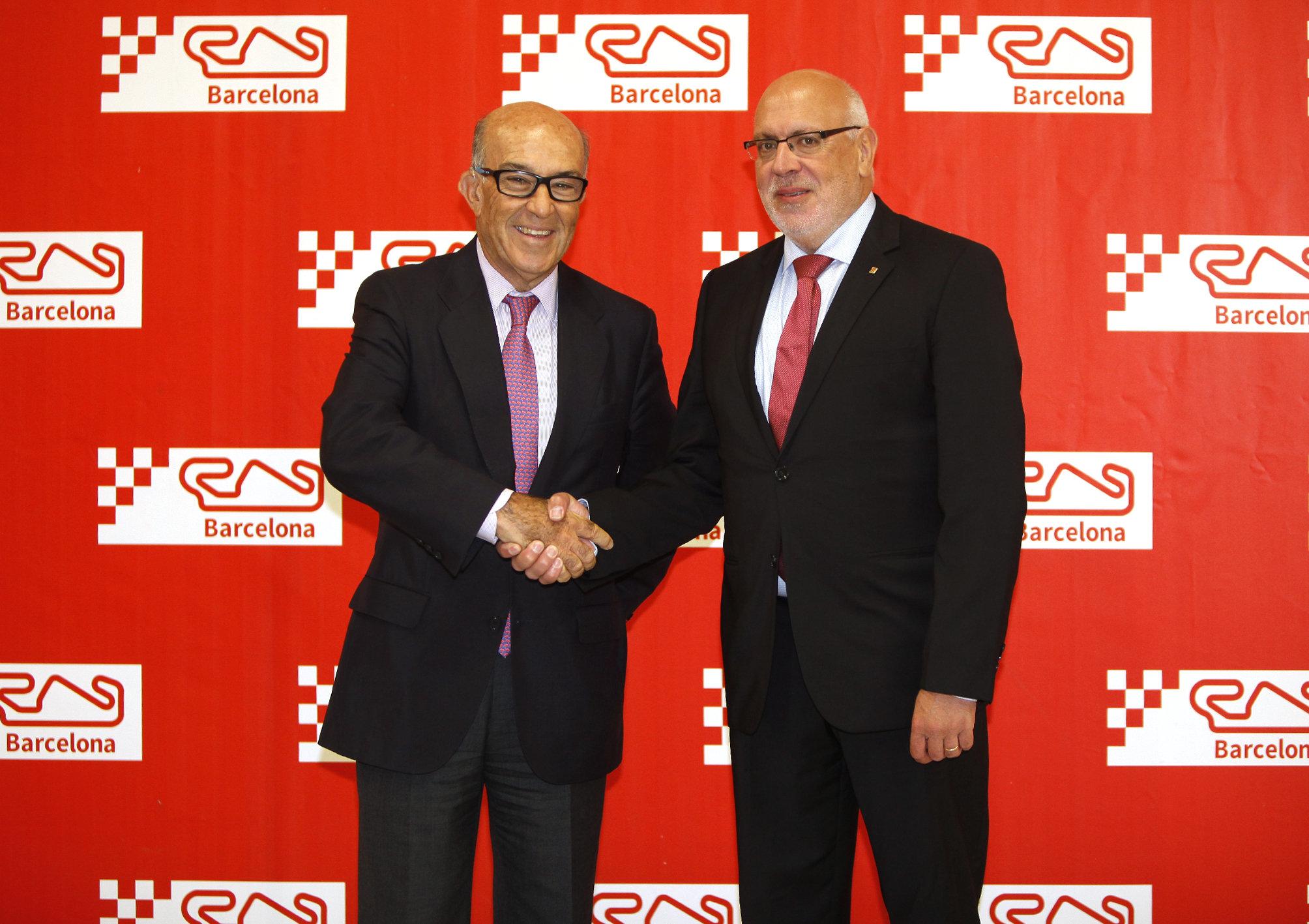 Carmelo Ezpeleta, a l'esquerra, i Jordi Baiget, aquest dimecres en la signatura del contracte