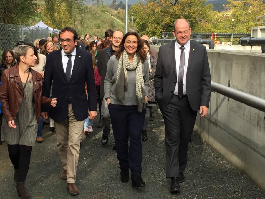 El conseller Josep Rull, la presidenta de la Diputació, el president del Consell Comarcal i l'alcaldessa