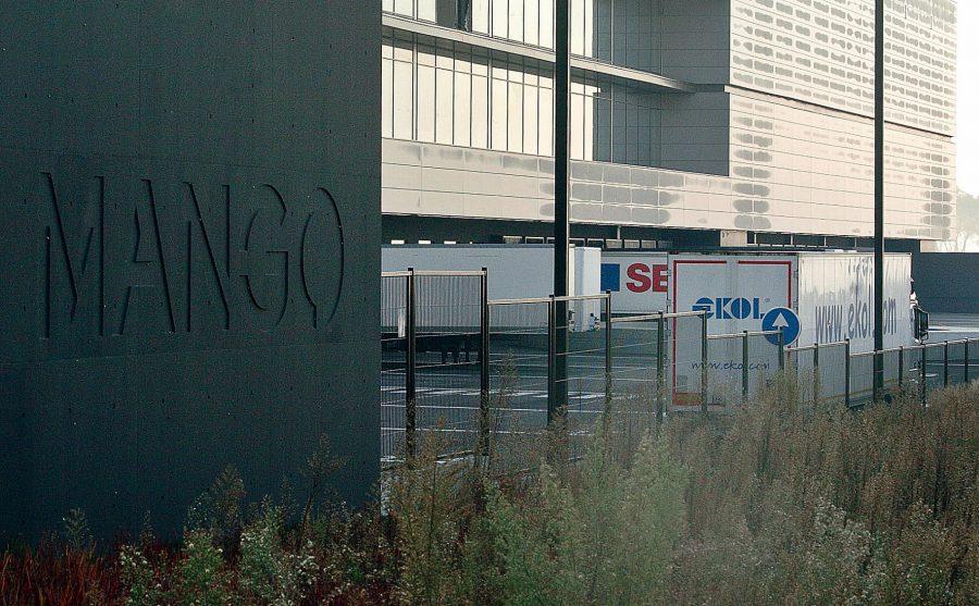 El camió, a les instal·lacions de Mango, aquest matí / Ramon Ferrandis