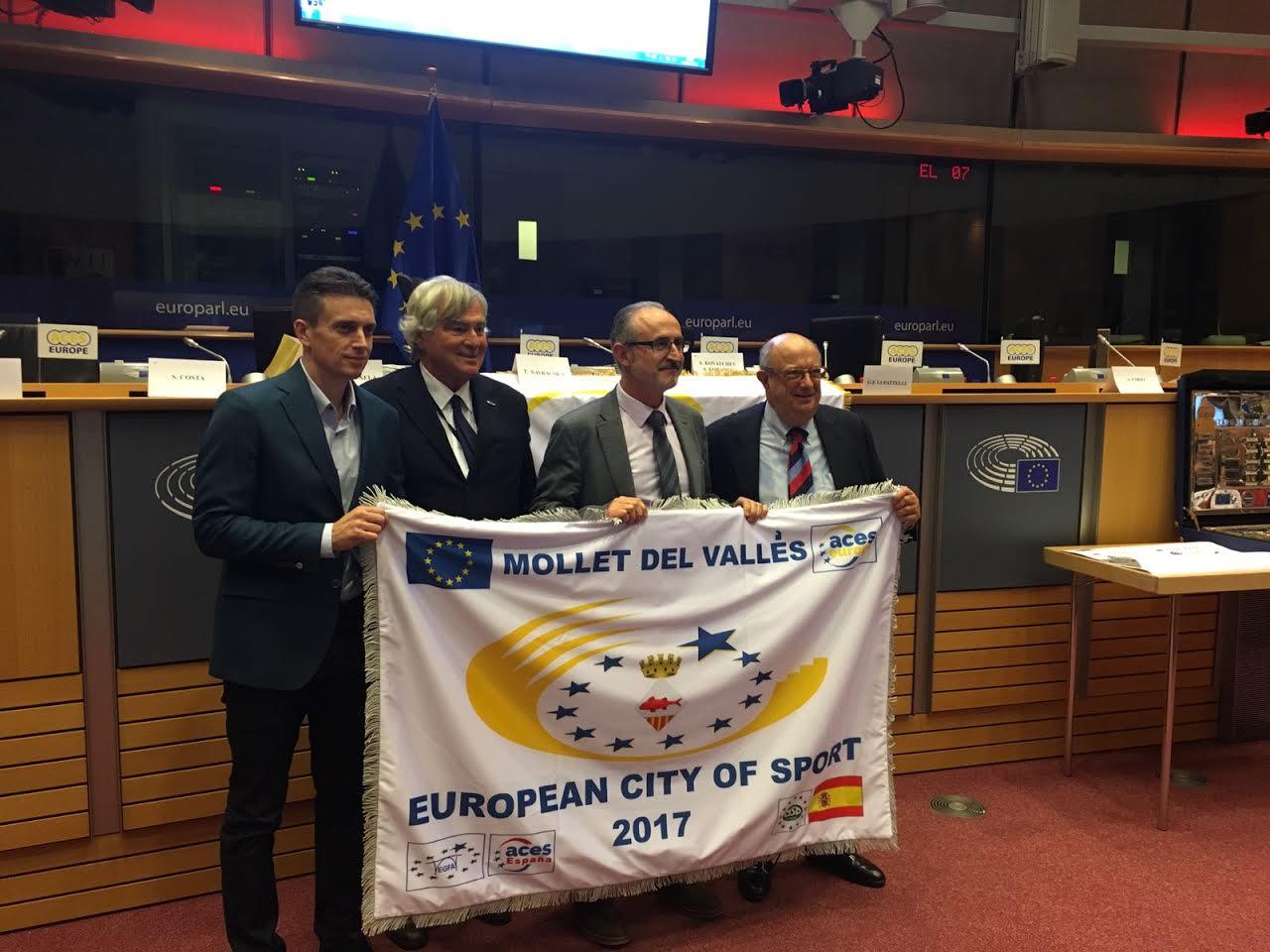 La bandera es va lliurar aquest dimecres al Parlament Europeu