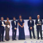 Vicenç Aguilera, a la dreta, rep el premi aquest dilluns a Berlín