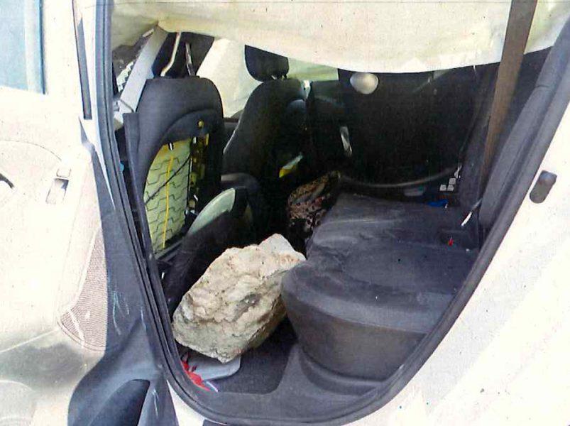 Interior del vehicle accidentat el 29 de setembre amb la pedra caiguda