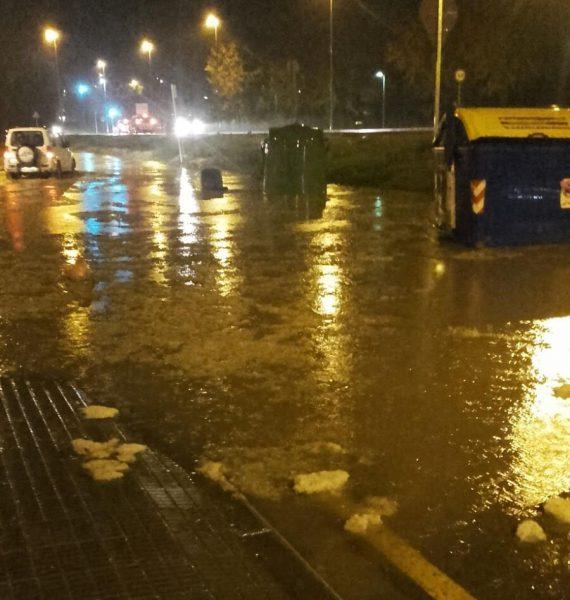 El carrer Bonaire ha tornat a acumular molta aigua embassada