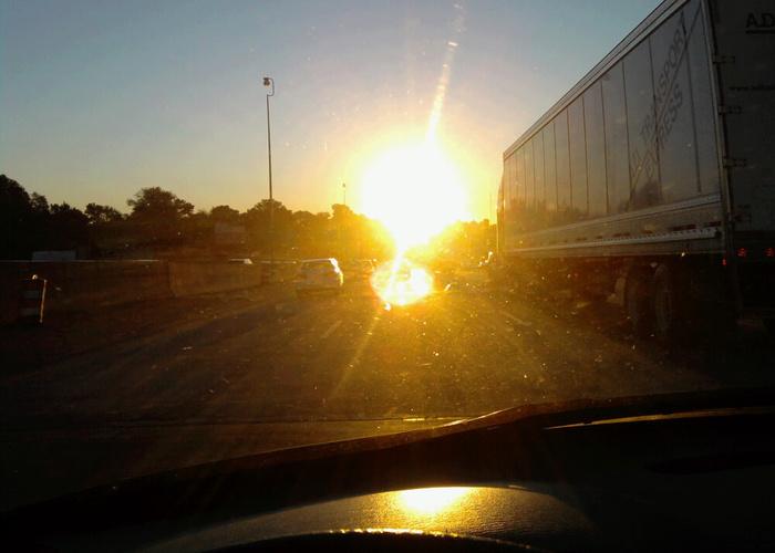 El conductor del vehicle es va enlluernar i no va veure com el vianant creuava el carrer