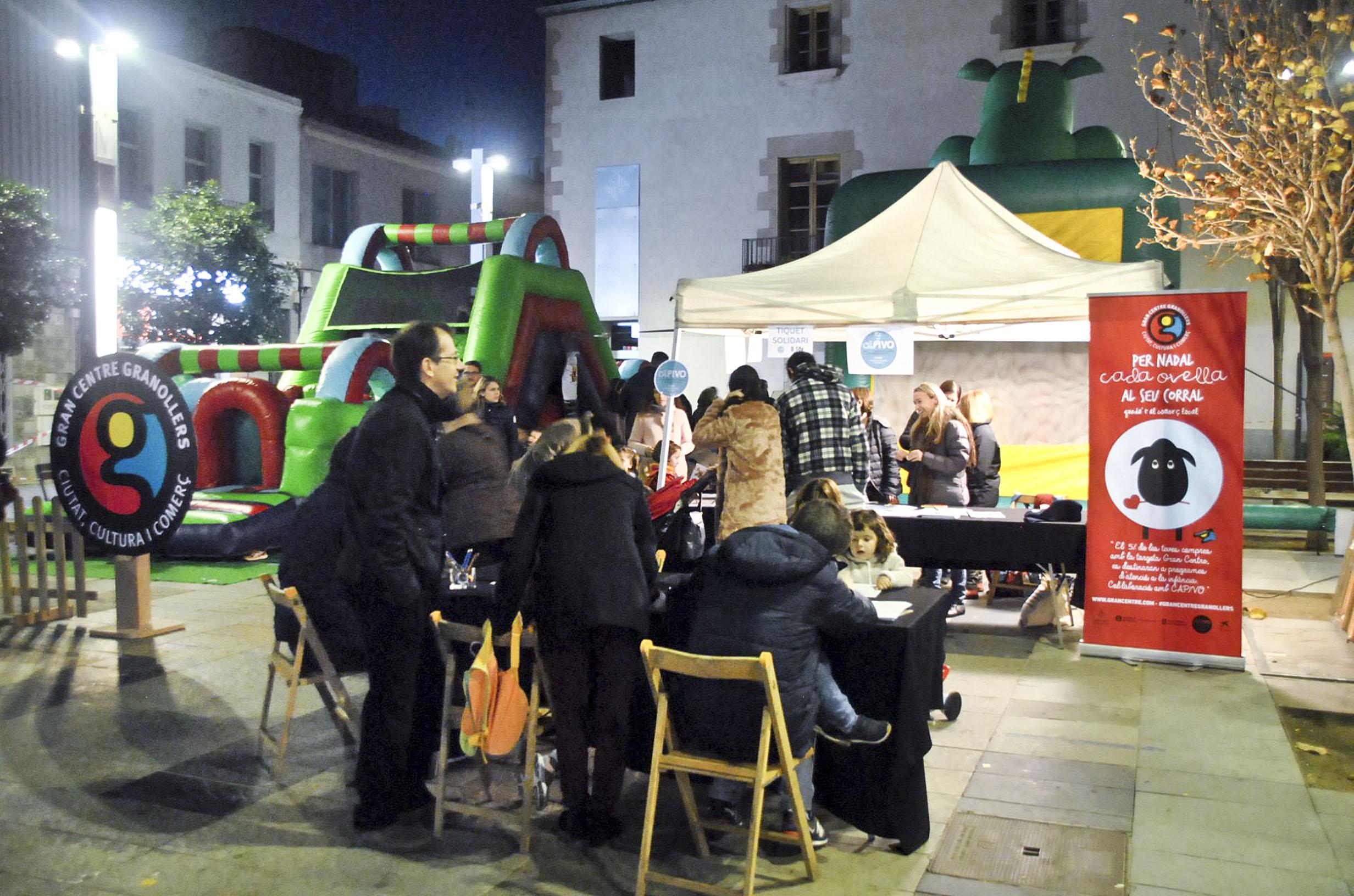 La campanya ha arrencat amb una festa solidària a la plaça Maluquer i Salvador