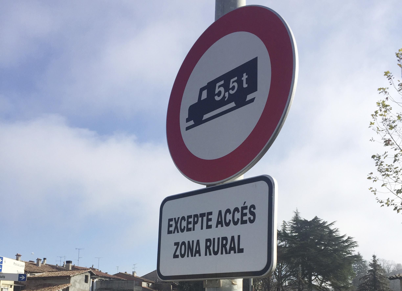 Senyalització prohibició accés a camions