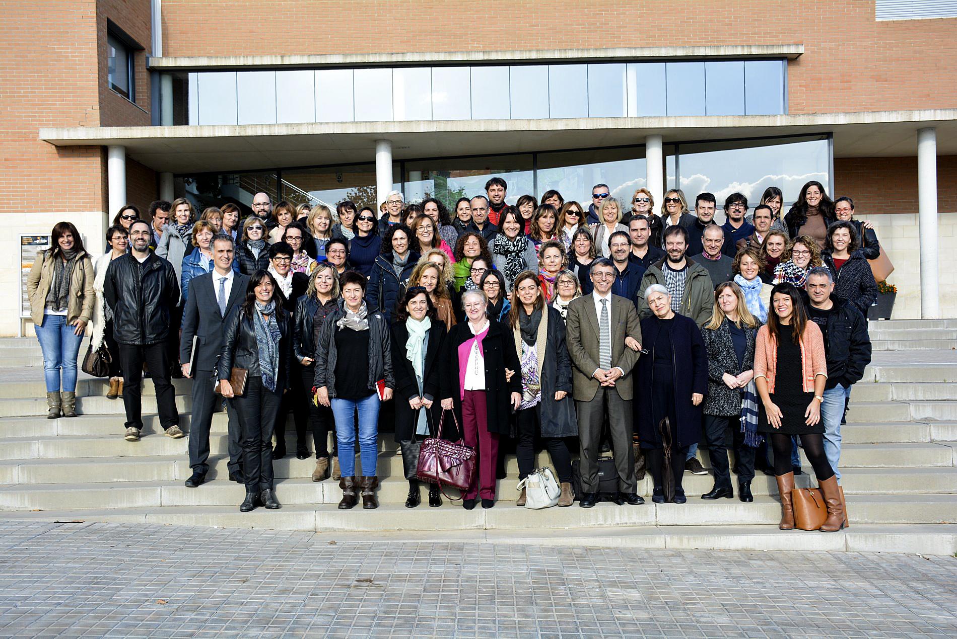 Els representants dels 37 equips guardonats davant del teatre de can Palots, a Canovelles