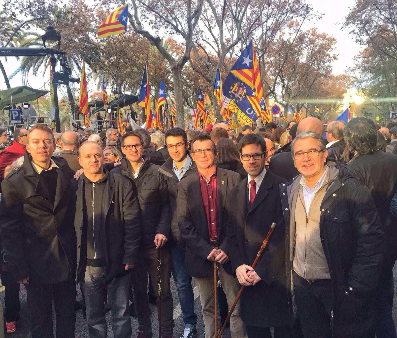 Alcaldes osonencs a la concentració de suport a Barcelona