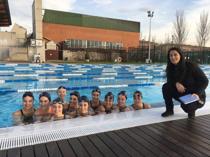 Les membres de l'equip estatal, amb la segona entrenadora, Anna Vives