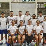 Dani Garcia, tercer per l'esquerra a dalt, amb els jugadors i entrenadors que ha format a Costa Rica