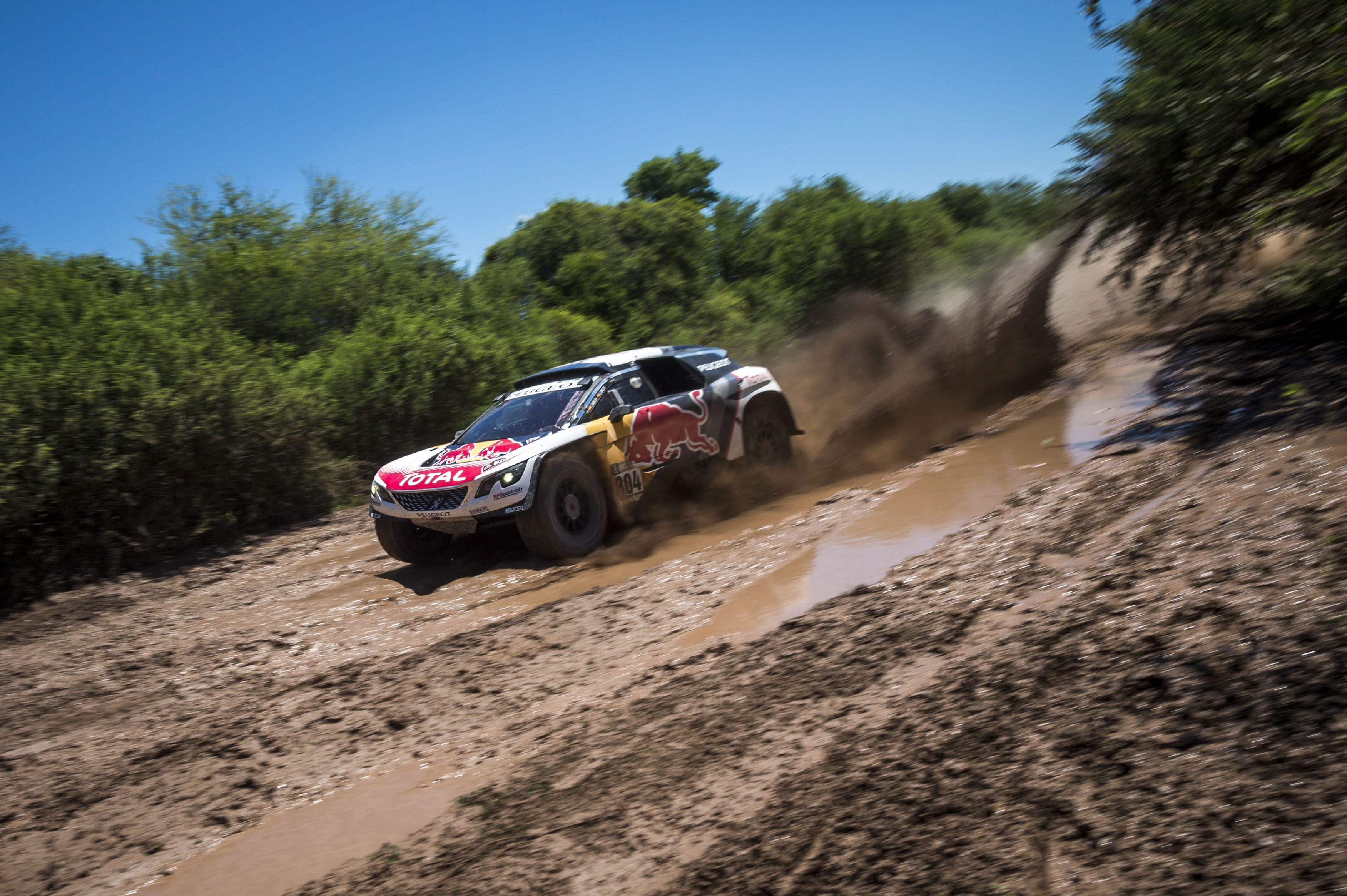 El Peugeot de Sainz i Cruz s'està comportant molt bé en les primeres jornades de ral·li