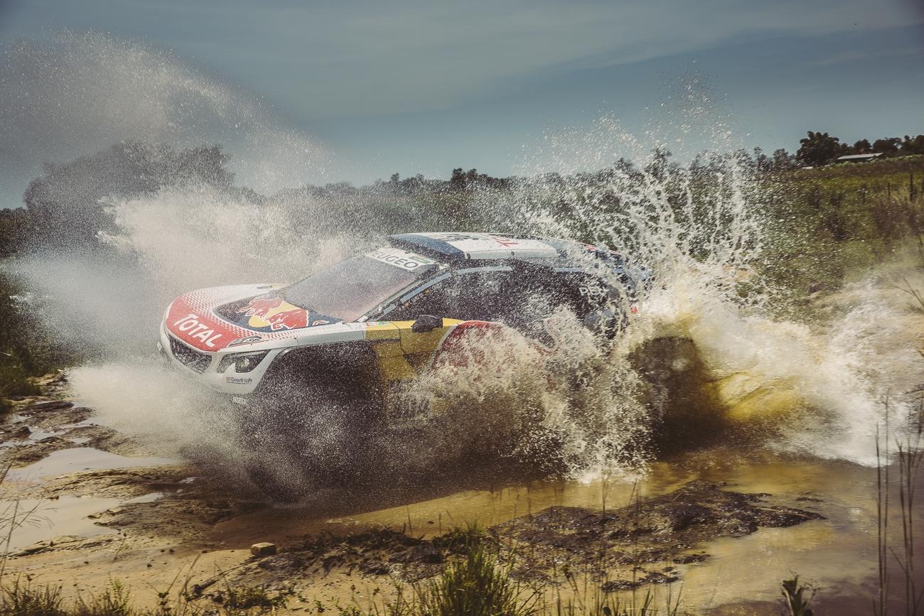 El Peugeot de Sainz i Cruz, durant la primera etapa, ahir