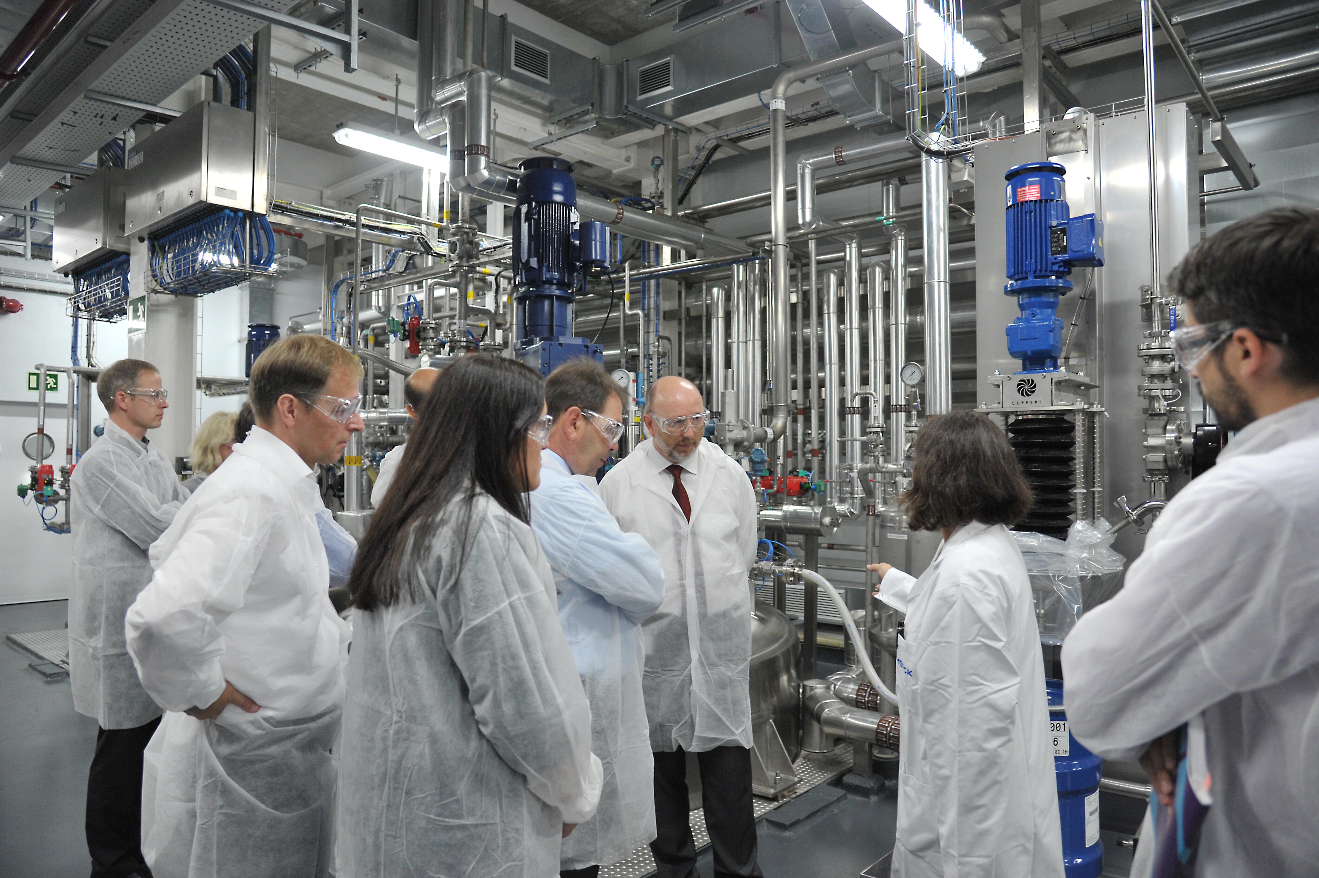 Responsables de la multinacional van visitar la planta destinada a la fabricació del nou producte a Mollet