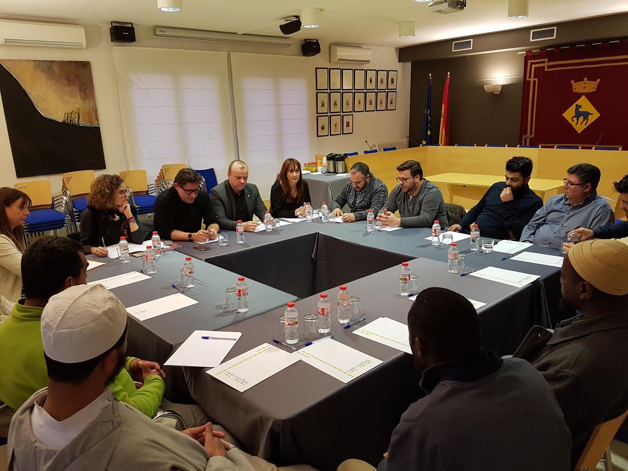 Un moment de la trobada de líderes religiosos a l'ajuntament de Canovelles
