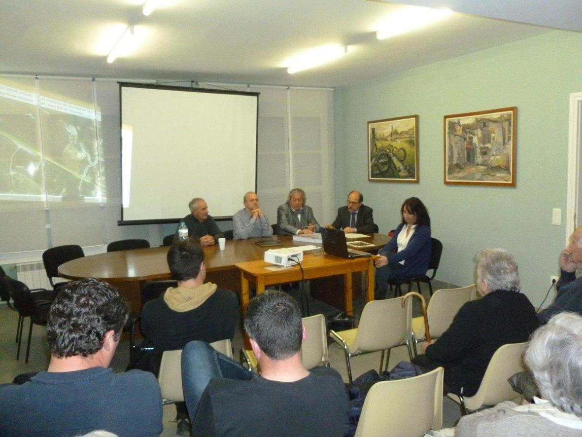 El diputat Jordi Fàbrega presenta el projecte de millora de la BV-4608 a l'ajuntament de Sant Boi de Lluçanès