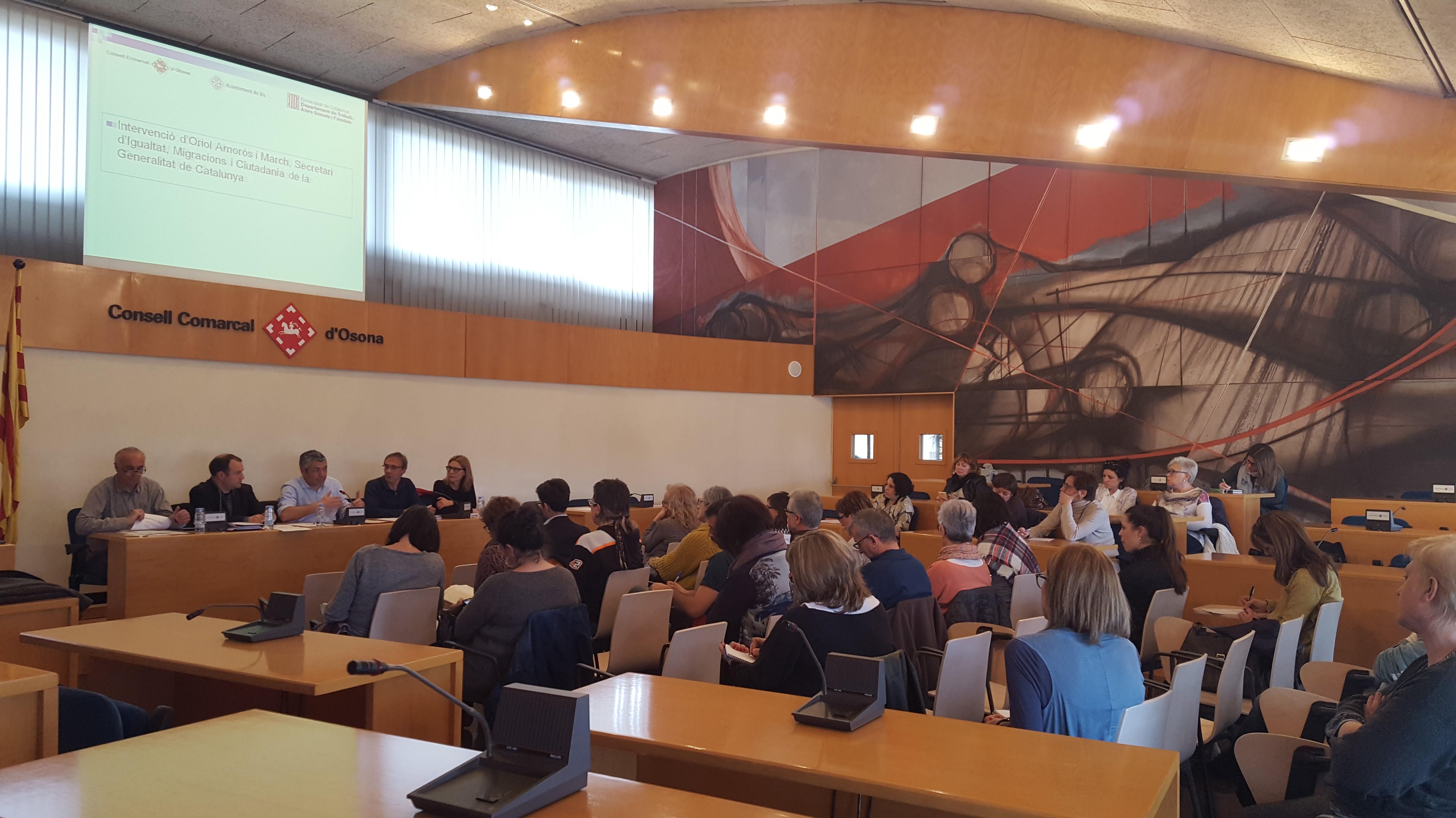 Sessió a la sala de plens del Consell Comarcal d'Osona