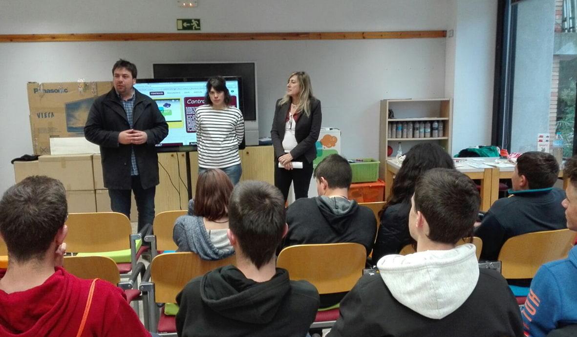 Acte d'inauguració de l'exposició itinerant de prevenció de les drogodependències 'Controles?' a Prats de Lluçanès