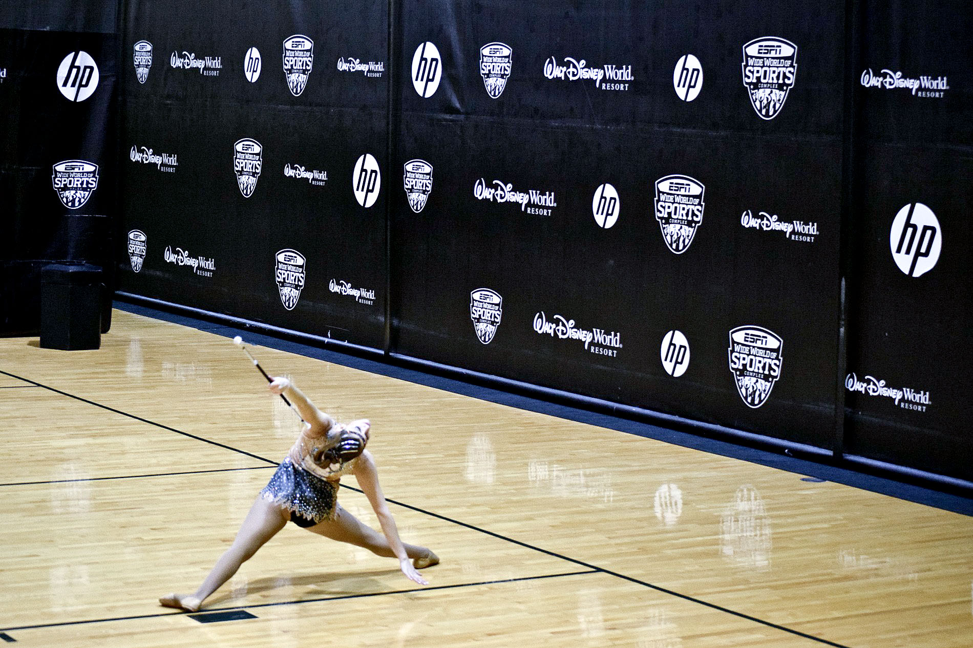 Un moment de l'exercici de 'solo dance' d'Aida González al campionat Twirl Mania, a Orlando