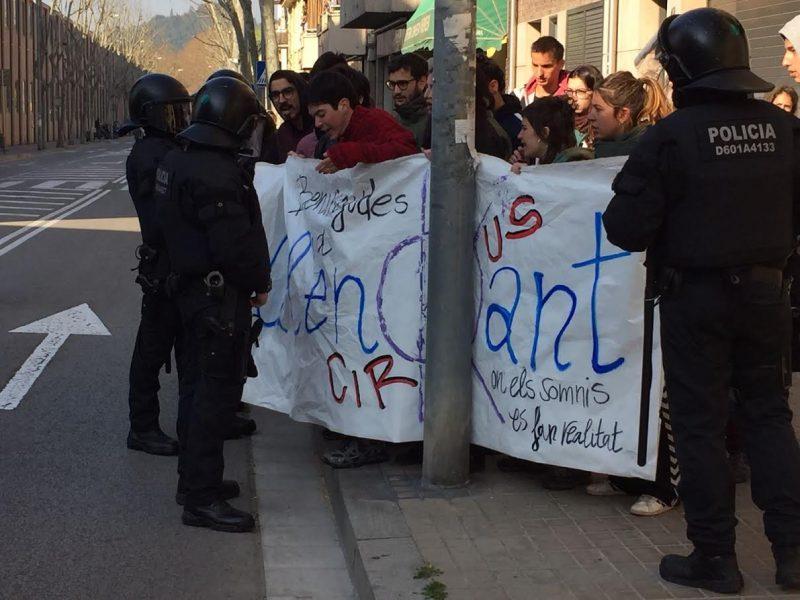 Un grup de manifestants ha fet costat als desallotjats / F.P.