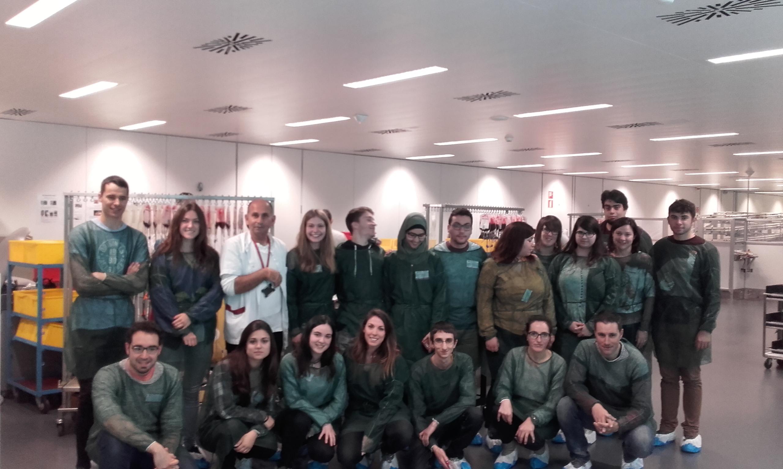 Alumnes i professors de l'Institut de Vic van visitar la setmana passada el Banc de Sang a Barcelona