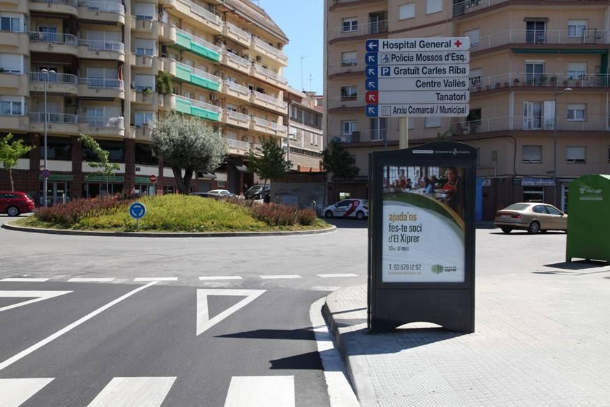 Un dels anuncis de la campanya en una minideixalleria a l'accés de la Font Verda, a Granollers