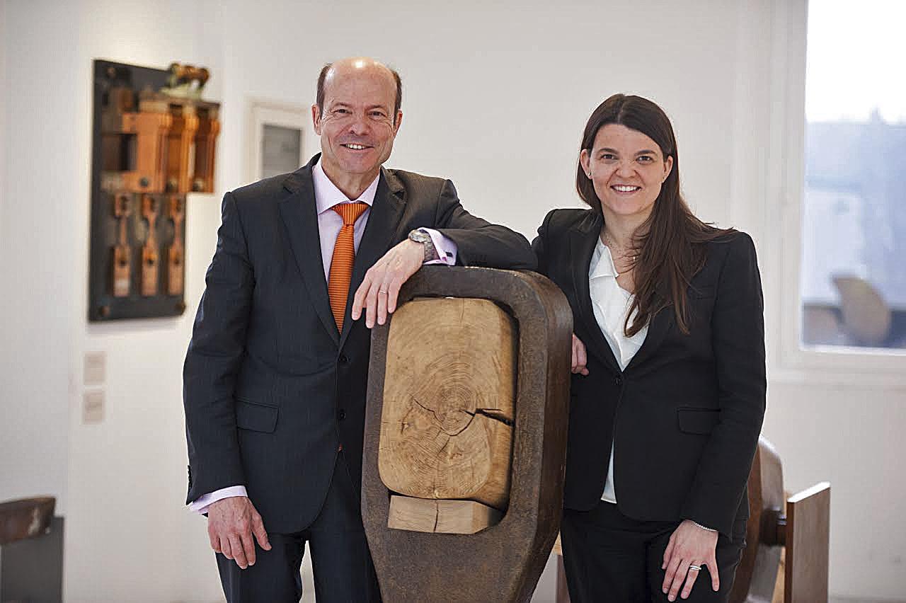 Inka Guixà, a la dreta, amb el seu pare i president del grup Oriol Guixà