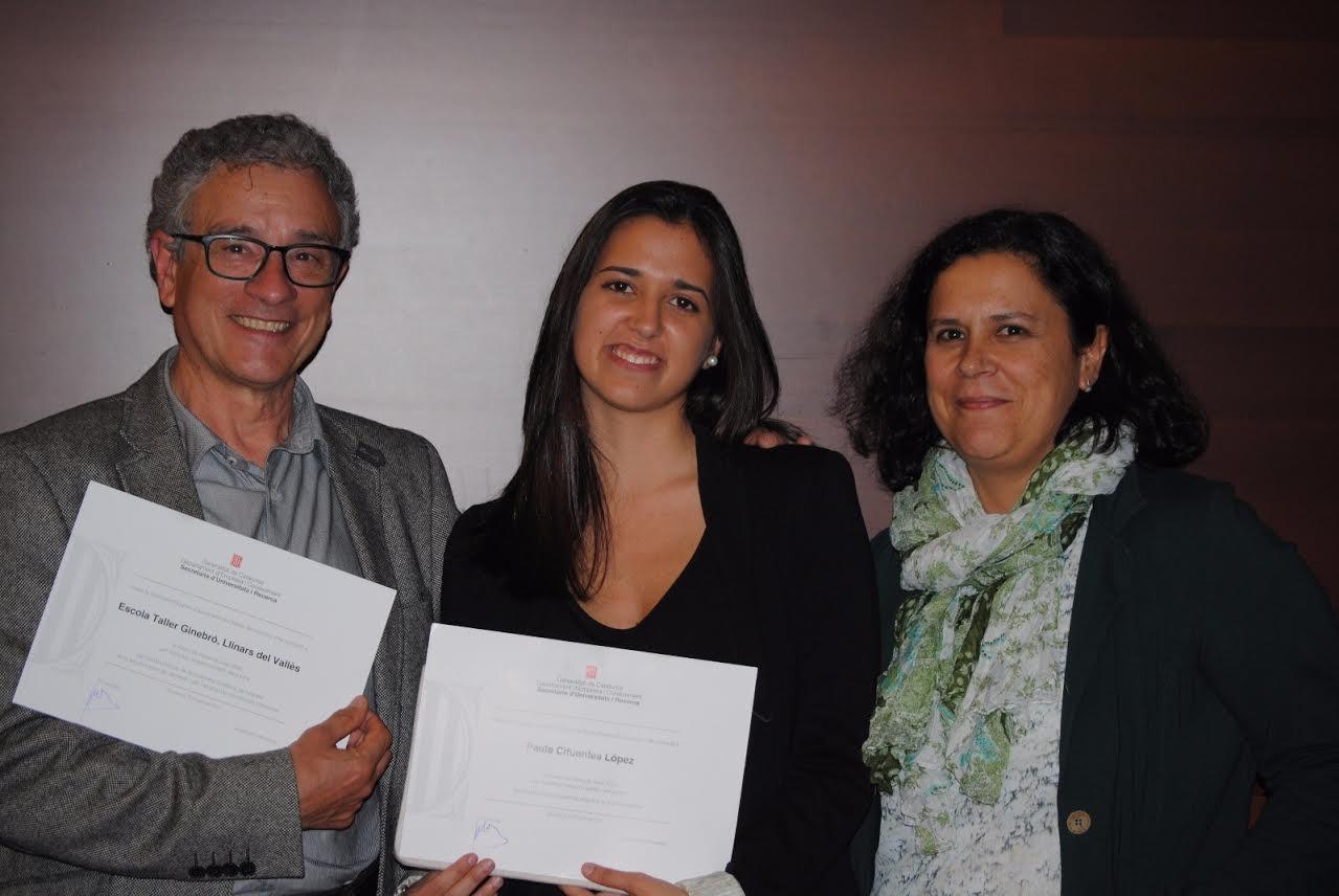 Paula Cifuentes, al centre, amb professors del centre
