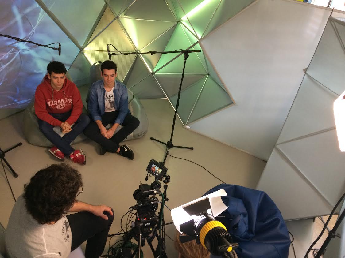 Un moment del rodatge de l'espai a les aules de l'Escola Pia a Granollers