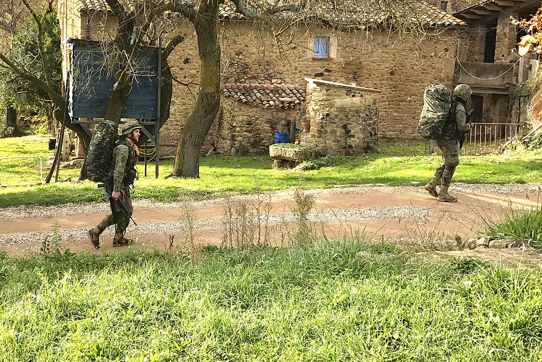 Unes maniobres militars a Canet d'Adri
