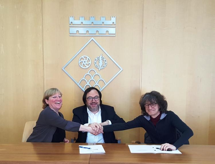La firma del conveni que facilitarà serveis i espais de Sant Feliu de Codines per a Pallassos sense Fronteres