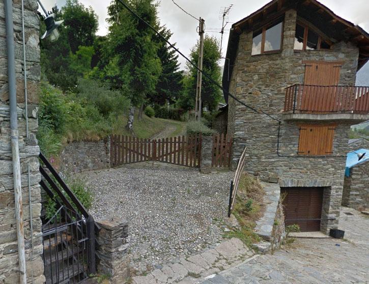 Un dels accessos a la casa dels Pujol a Queralbs