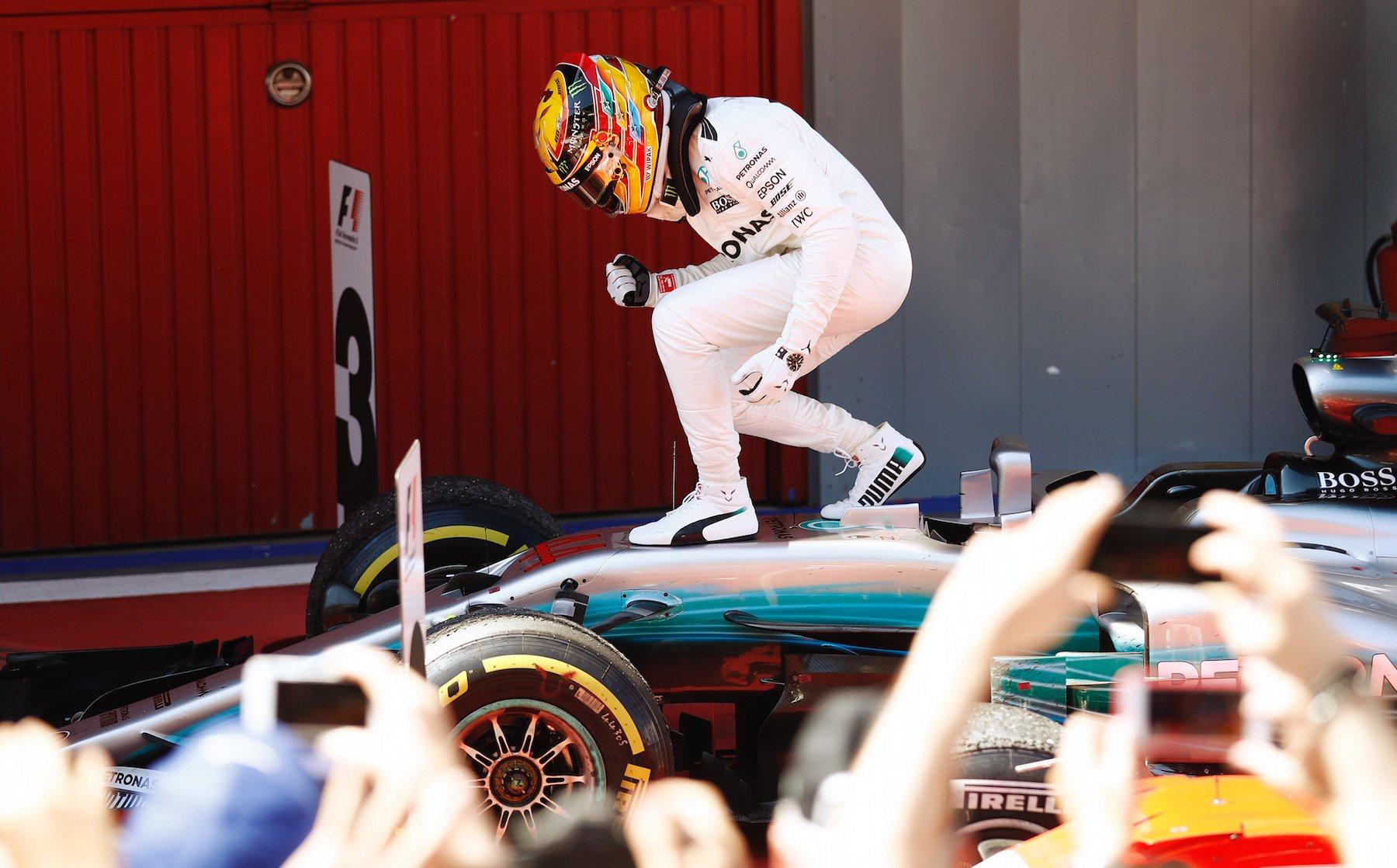 Lewis Hamilton celebra el triomf, en acabar la cursa