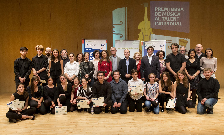 Fotografia de tots els premiats, amb les autoritats, diumenge al vespre a L'Altàntida