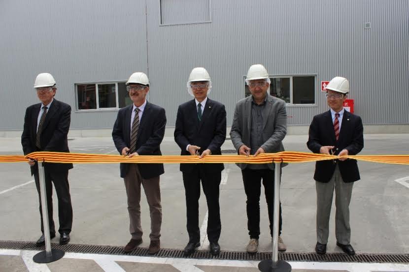 Directius de la companyia, amb l'alcalde de Mollet i el secretari general de CCOO, Javier Pacheco, durant la inauguració