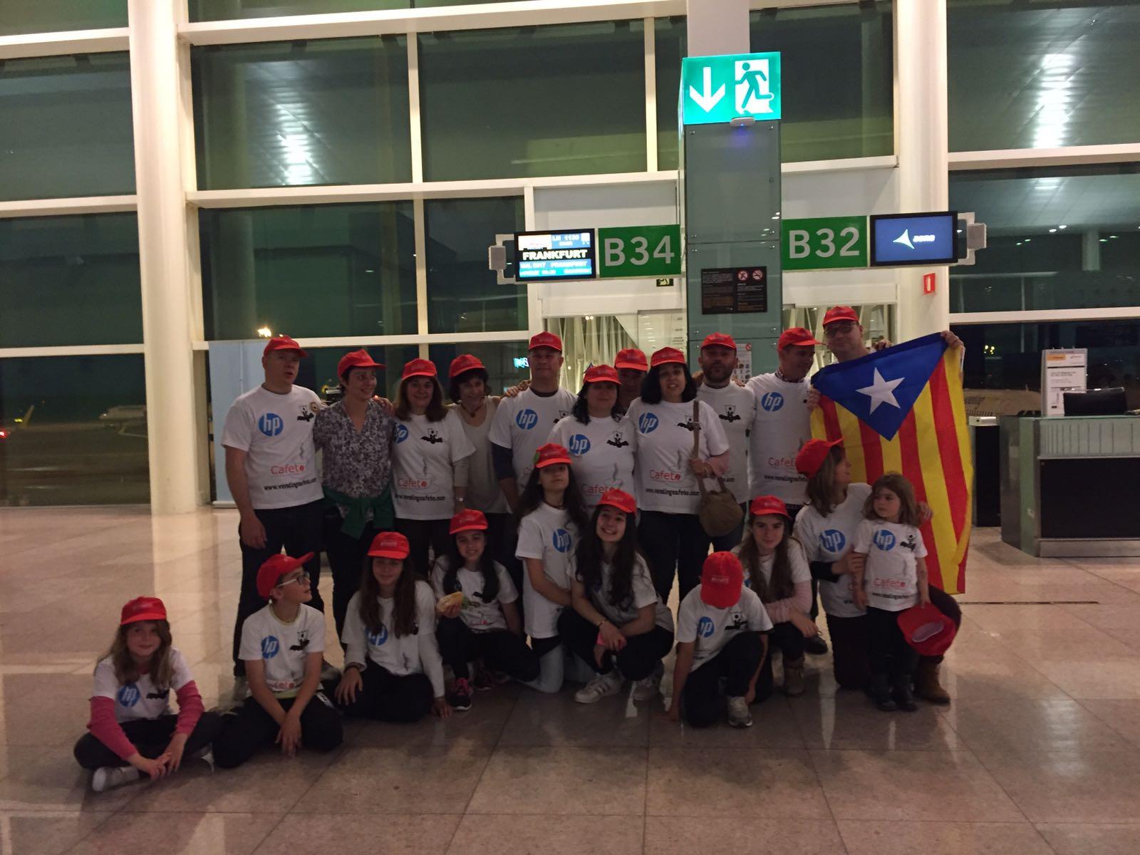 L'equip aquest dimarts a la sortida de l'aeroport del Prat