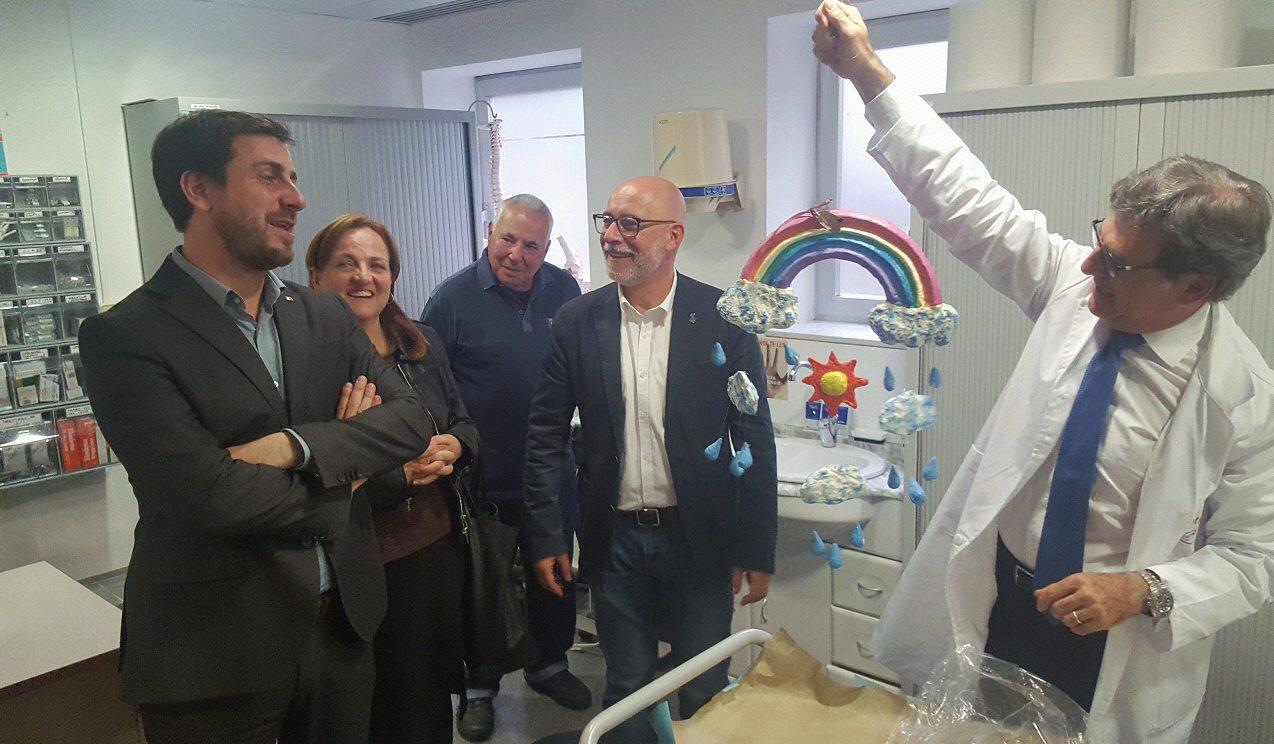 El director gerent de l'Hospital juntament amb el conseller Comín, amb Deulofeu i Miracle