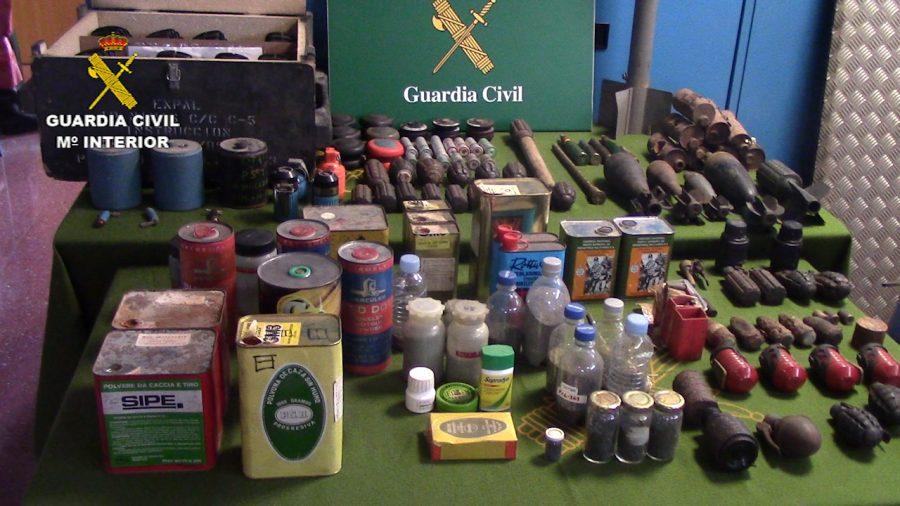 Les armes i explosius trobats a la caseta de Sant Celoni / Guàrdia Civil